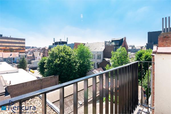 REGION CHATELAIN: furnished penthouse 2-bedroom duplex +/- 89m²