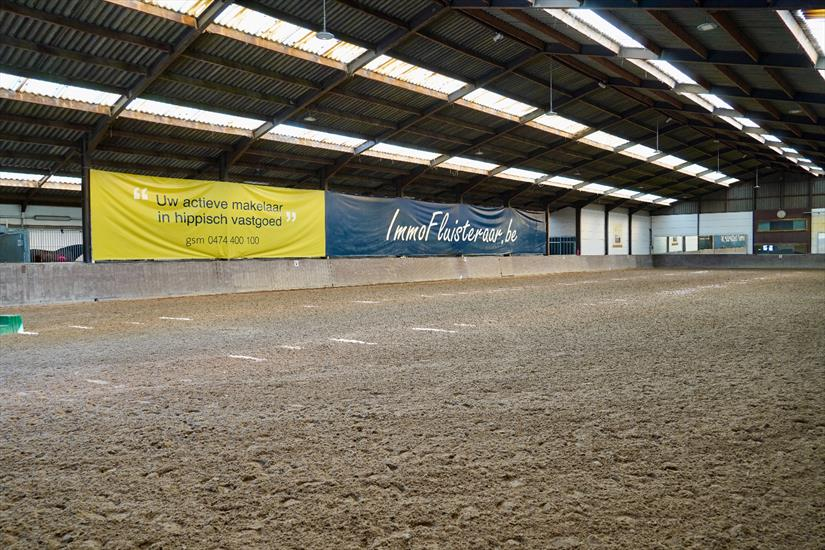 Equestrian Centre 'De Kraal' with adjoining luxury villa on approximately 8,7ha in Zandhoven.