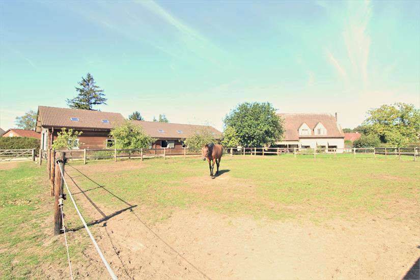 Exceptionally charming villa with horse accommodation and meadows on approximately 1,53ha in Keerberen (Flemish Brabant).