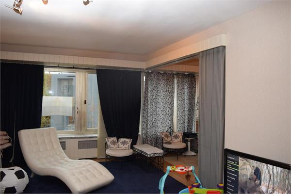 1 bed-room of +/- 96m² with parking